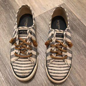 Sperry canvas sneaker
